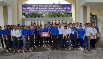 Đội hình thanh niên tình nguyện, bảo đảm trật tự ATGT, trong chương trình tiếp sức mùa thi năm 2019