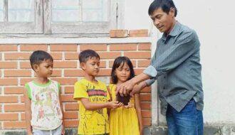 Hành động đẹp của 3 học sinh nhỏ tuổi Quảng Nam