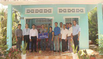 Đoàn khối tổ chức bàn giao 02 căn nhà nhân ái cho thanh niên có hoàn cảnh khó khăn