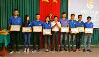 Đoàn Trường Cao đẳng Nghề Trà Vinh tặng 12 suất học bổng cho các em sinh viên hỗ trợ học tập, nghiên cứu