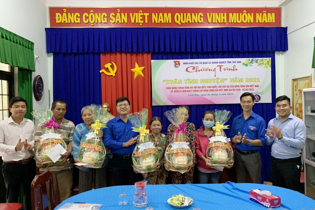 """Đoàn khối tổ chức Chương trình """"Xuân tình nguyện"""" 2021 và thăm, tặng quà thanh niên công nhân xa quê đón tết"""