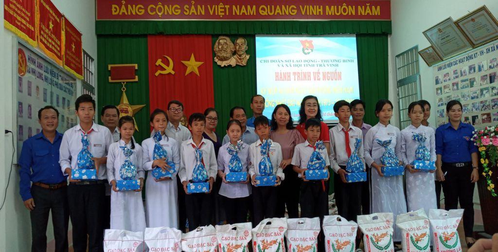 Chi đoàn Sở Lao động – Thương binh và Xã hội Tổ chức hành trình về nguồn thăm và tặng quà cho các em học sinh có hoàn cảnh khó khăn