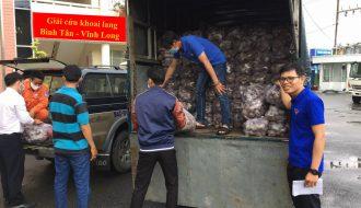 Đoàn thanh niên Công ty Điện lực Trà Vinh trợ giúp nông dân giữa mùa dịch Covid-19